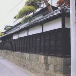 正願寺の山門前